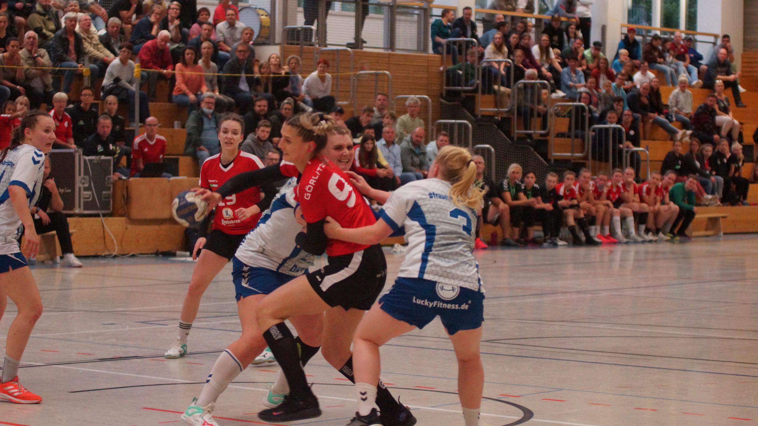 Foto (Gert Richter): GÖRLS glänzen mit Tempohandball, guter Kondition – und Kampfgeist, hier Dominika Podsiadlo